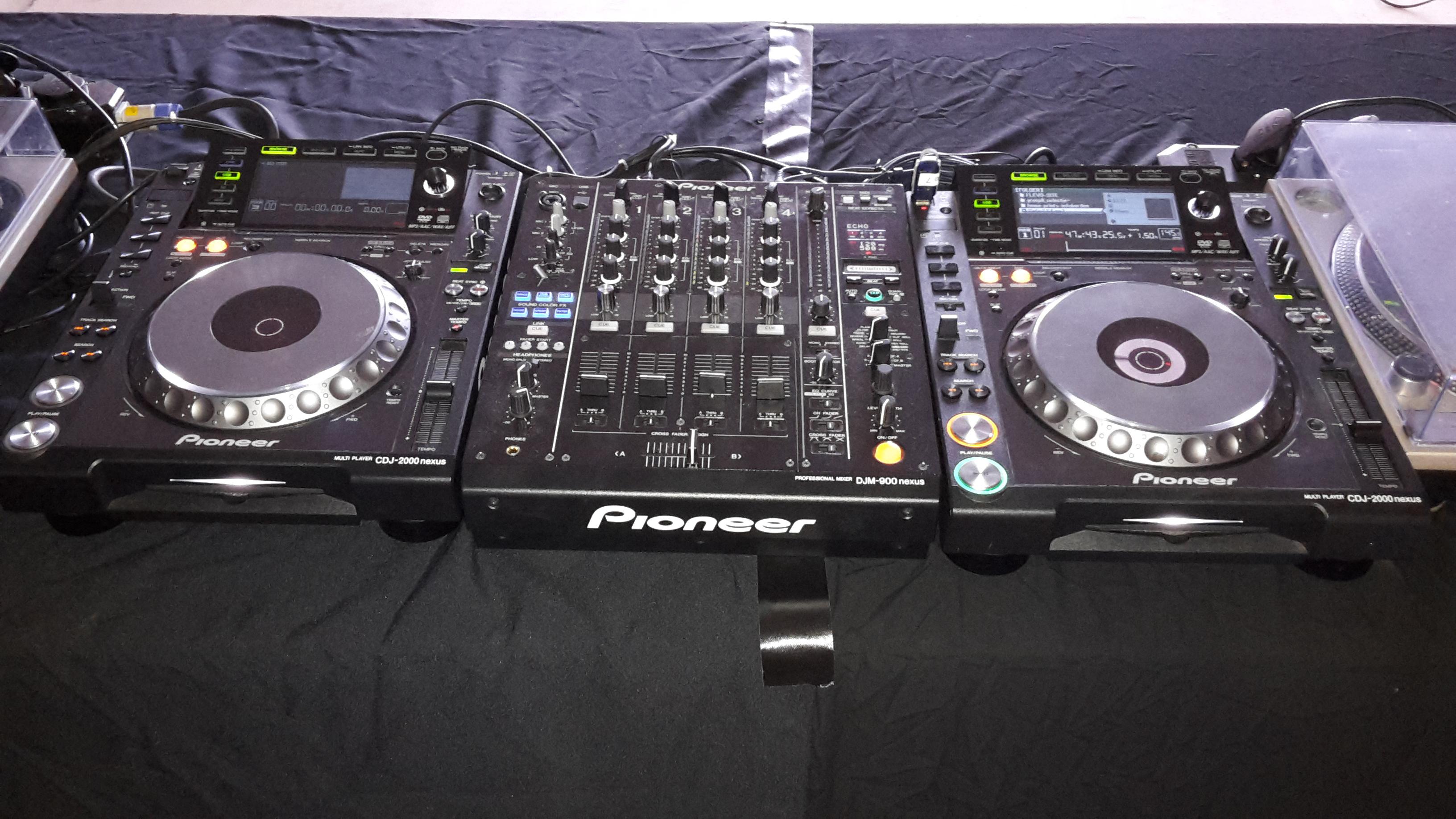 CDJ 2000 Nexus & DJM900 Mixer